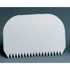 Скребок пластиковый с зубьями 145*95 мм